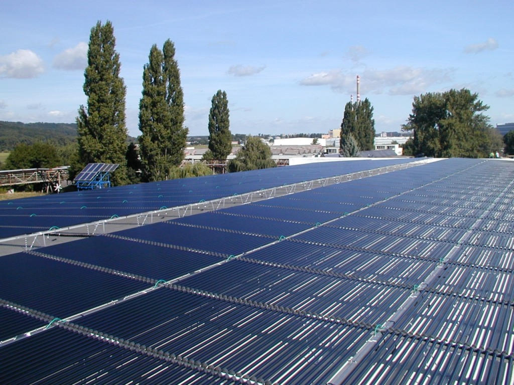 Fotovoltaické panely - trubice - střecha zinkovny