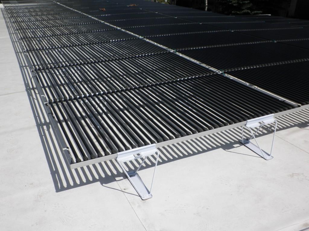 Fotovoltaické trubice Solyndra, montážní patky